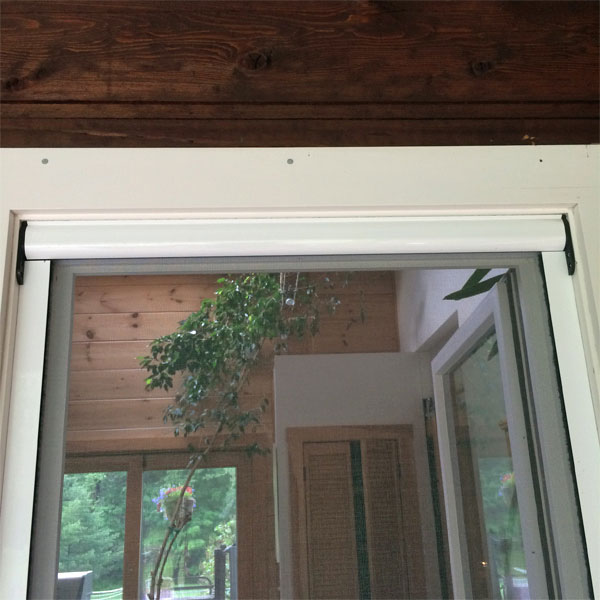 TT - Retractable Screen - Outside