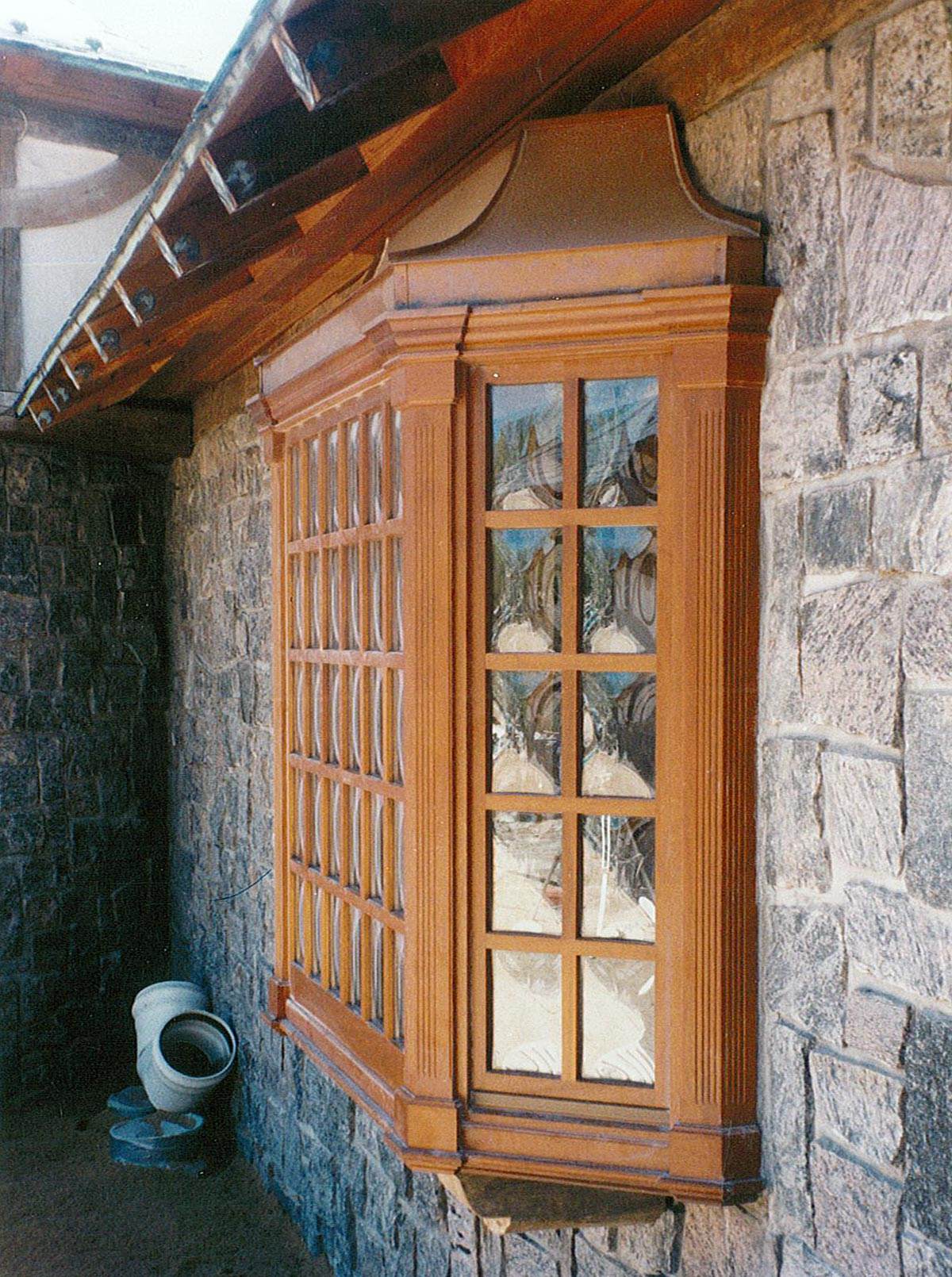 Bay Window with Convex Bent Glass in True Divided Lites